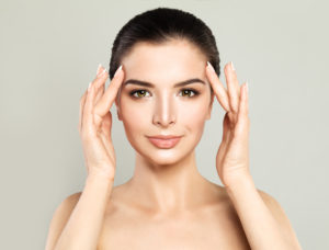 Oxylight takes dryness from your temples and lightens lines and shadows.